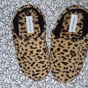 Shoes - Cheetah print, furry slippers